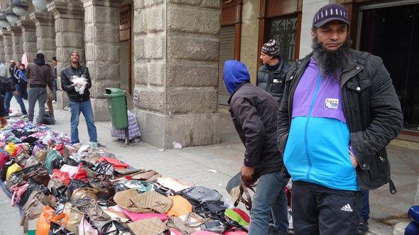 street vendors in Tunis (photo: DW/Mahjoub Ghanim)