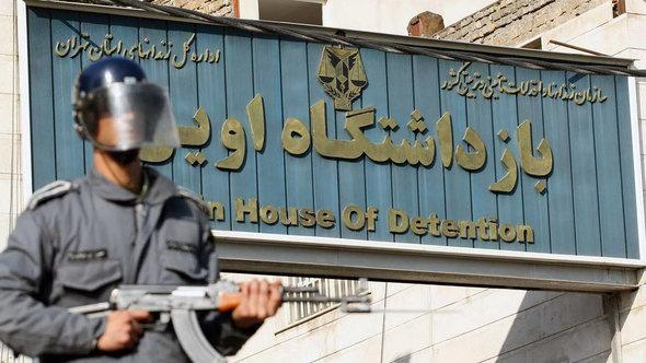 A guard standing in front of Evin Prison, Tehran (photo: rahesabz)