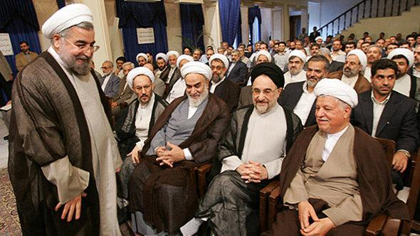 Iranian President-elect Hassan Rouhani with the two former Presidents Mohammad Khatami and Ali Akbar Hashemi Rafsanjani (photo: Fararu via Pedram Habibi, DW/Farsi)