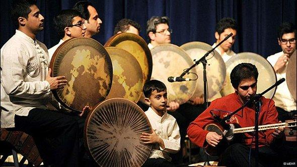 Musicians playing traditional Iranian music (photo: MEHR)