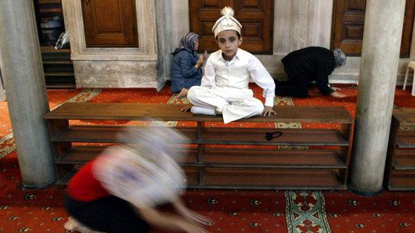Young Muslim wearing traditional garments ahead his circumcision (photo: © AP)
