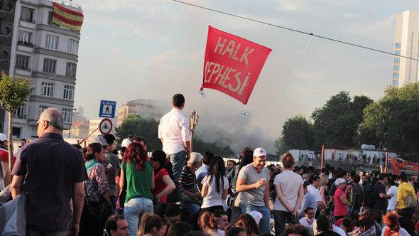 Protests against prime minister Erdogan on Taksim Square in Istanbul (photo: dpa/picture-alliance)