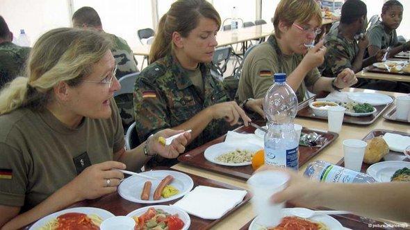 Bundeswehr canteen (photo: © dpa)