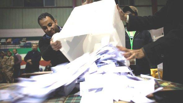 Polling clerks counting ballots during the constitutional referendum in Egypt (photo: AP)
