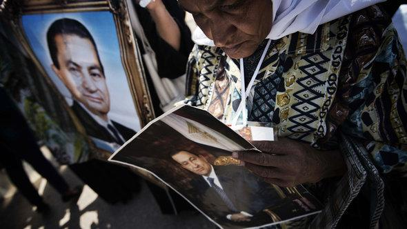 Supporter of former president Mubarak at a rally in Cairo (photo: AFP/Getty Images)