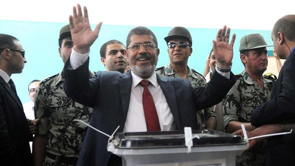 Mohammed Morsi casting his vote during the presidential elections in 2012 (photo: dpa/picture-alliance