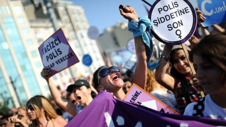 Protests against Erdogan on Taksim Square (photo: picture-alliance/dpa)