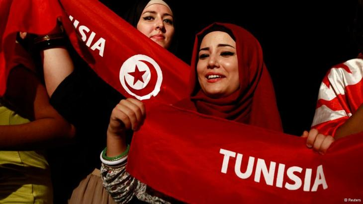Women protest against Tunisia's government (photo: Reuters)
