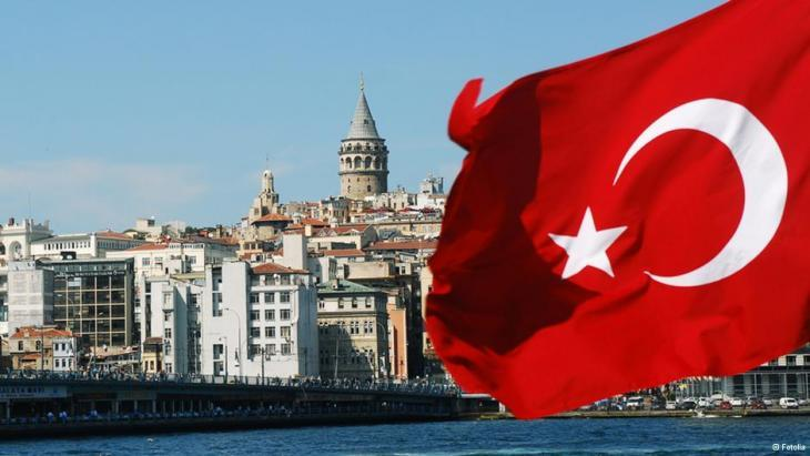 The Istanbul skyline behind a Turkish flag (photo: Fotolia)