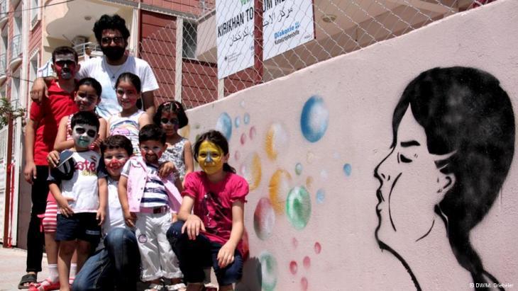 Children at the BZZ center in Kirikhan (photo: DW/Monika Griebeler)