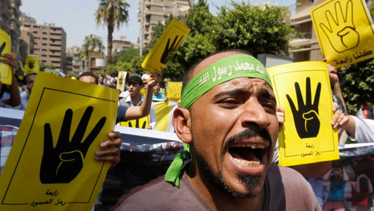 Members of the Muslim Brotherhood and supporters of ousted Egyptian President Mohamed Mursi shout slogans against the military and the interior ministry during a protest march towards Mohandessin in Cairo August 30, 2013 (photo: Reuters)