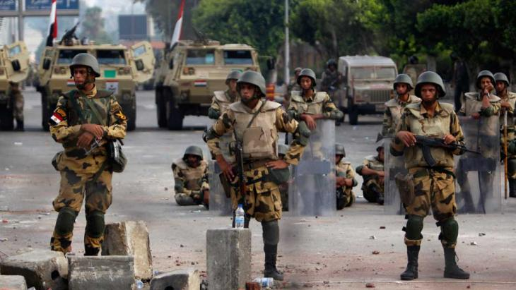 Road blocks of Egypt's army in Cairo (photo: Reuters)