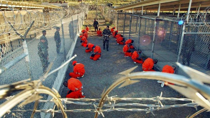 Prisoners in Guantanamo on Cuba (photo: dpa/pocture-alliance)