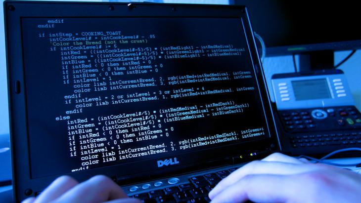 A computer screen displaying code language (photo: dpa/picture-alliance)