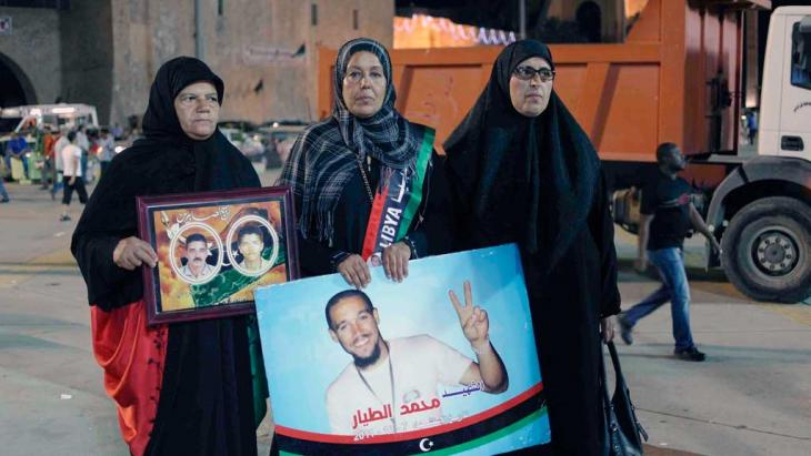 Mothers of the dead on Martyrs' Day (and on Martyrs Square). Names from left to right: Amina Mezdawi, Fatima Tayar und Wafia Qantri