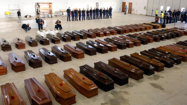 Coffins for the dead of the Lampedusa tragedy (photo: Reuters)