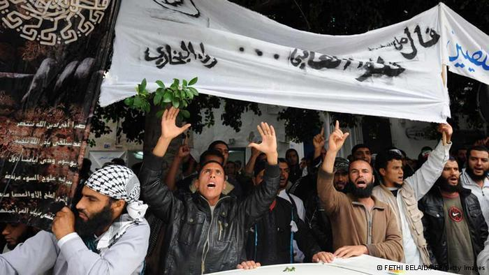 Demonstration of the extremist group Ansar Al-Scharia in Tunis (photo: Getty Images)