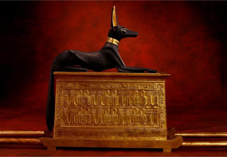 Anubis, the god of death, on a shrine (photo: A.-M. v. Sarosdy / rights: Semmel Concerts GmbH)