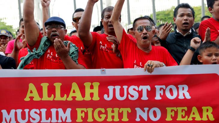 Muslim protestors in Malaysia (photo: Reuters)