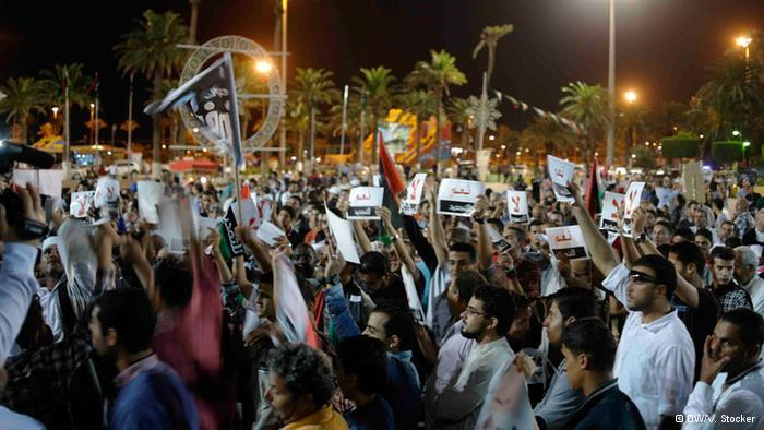 Protestors in Tripoli (photo: Valerie Stocker/DW)