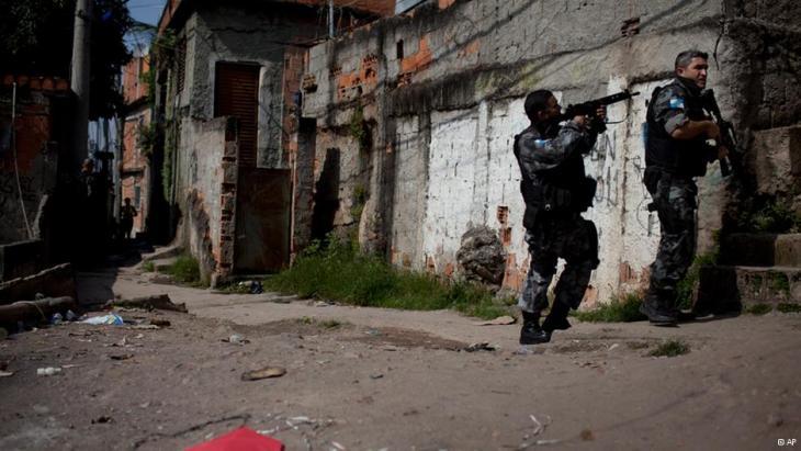 Einsatz der brasilianischen Militärpolizei im Complexo do Alemão; Foto: AP