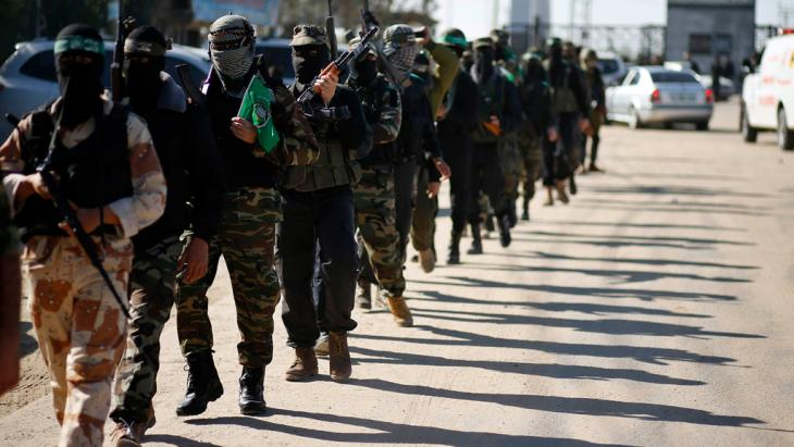 Members of the al-Qassam Brigade at the arrival of their political leader Khaled Mashaal (Photo: Reuters)