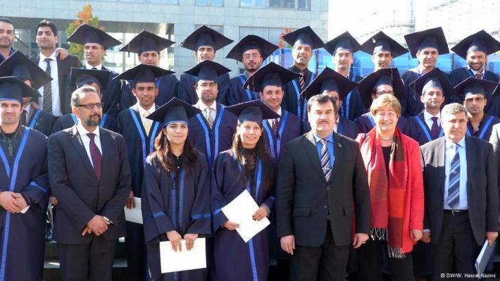 Afghanische Master-Absolventen an der Universität Bochum feiern ihren Abschluss; Foto: DW/Hasrat-Nazimi