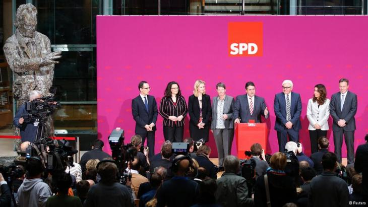 SPD leader Sigmar Gabriel presented Özoguz at the party's Willy-Brandt-Haus in Berlin (photo: picture-alliance/dpa)