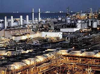 Oil processing plant in Saudi Arabia (photo: dpa)