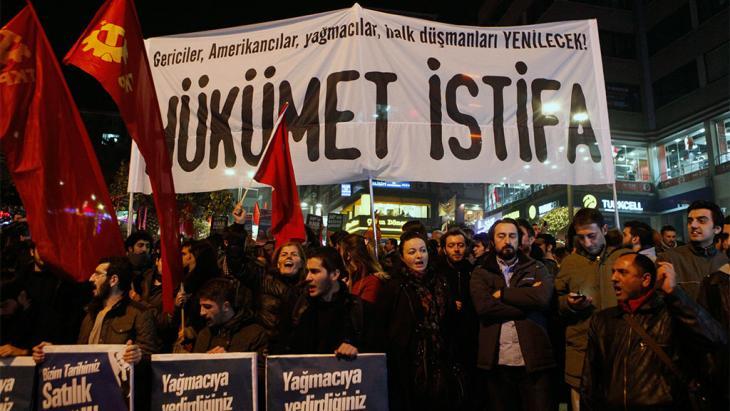 Demonstration gegen die AKP und Ministerpräsident Erdogan in Istanbul; Foto: Reuters