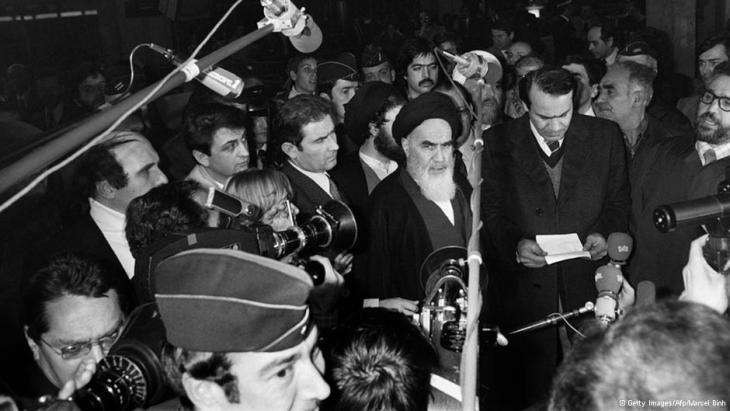Ayatollah Khomeini at a press conference in France (photo: Getty Images/Afp/Marcel Binh)