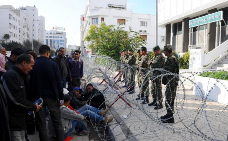 Arbeitslose Minenarbeiter aus der tunesischen Stadt Gafsa protestieren im Januar 2008 gegen die Personalpolitik der Gafsa-Phosphat-Gesellschaft und das Ben-Ali-Regime, Foto: AFP