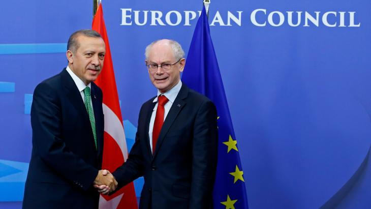 Turkish Prime Minister Recep Tayyip Erdogan and President of the European Council Herman Van Rompuy (right) shake hands in Brussels (Photo: Reuters)