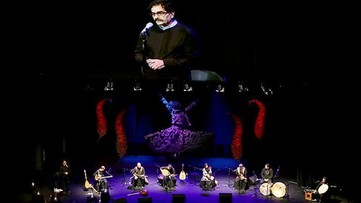 Shahram Nazeri on stage (source: MEHR)