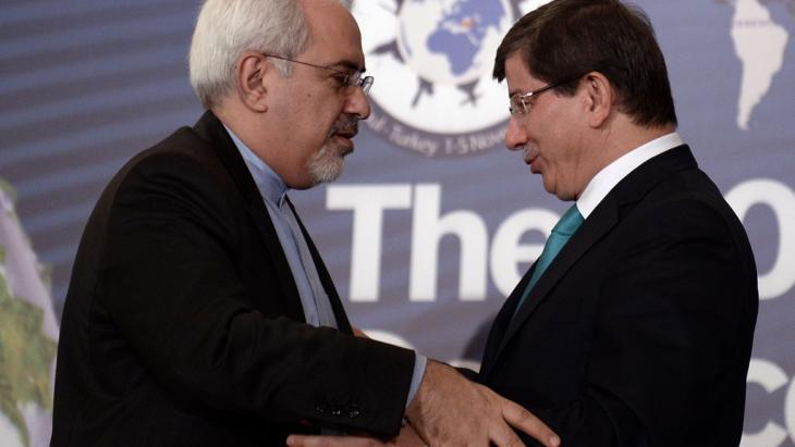 Iranian Foreign Minister Mohammad Javad Zarif and Turkish Foreign Minister Ahmet Davotoglu (photo: AP/picture-alliance)
