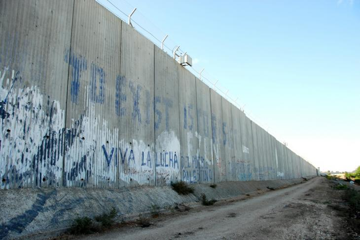 Part of the separation barrier around Qalqilya (photo: Laura Overmeyer)