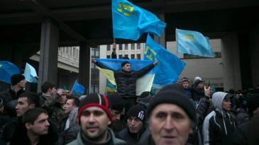 Crimean Tatars demonstrating for their rights in front of the parliament in Simferopol on 26 February 2014 (photo: Reuters)