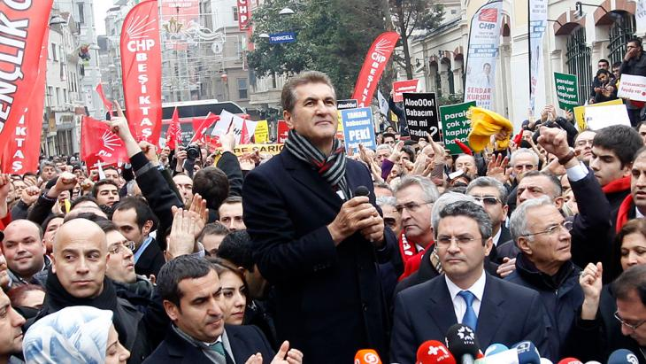 Mustafa Sarigul (centre) speaks during a protest against Turkey's ruling AKP and Prime Minister Tayyip Erdogan in Istanbul, 26 February 2014 (photo: Reuters)
