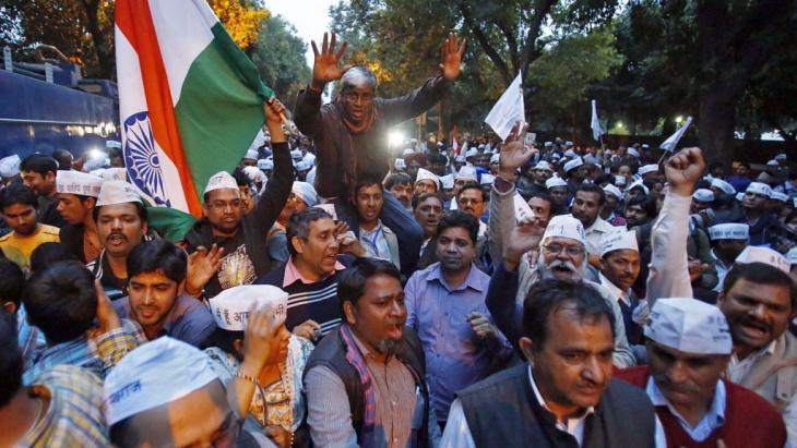 Supporters of the AAP shout slogans during a protest outside the headquarters of the BJP in New Delhi 5 March 2014 (photo: Reuters/UNI)