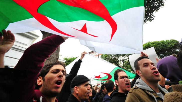 "Supporters of the ""Barakat!"" movement in Algiers voicing their outrage at Bouteflika's decision to run for a fourth term (photo: picture-alliance/dpa)"