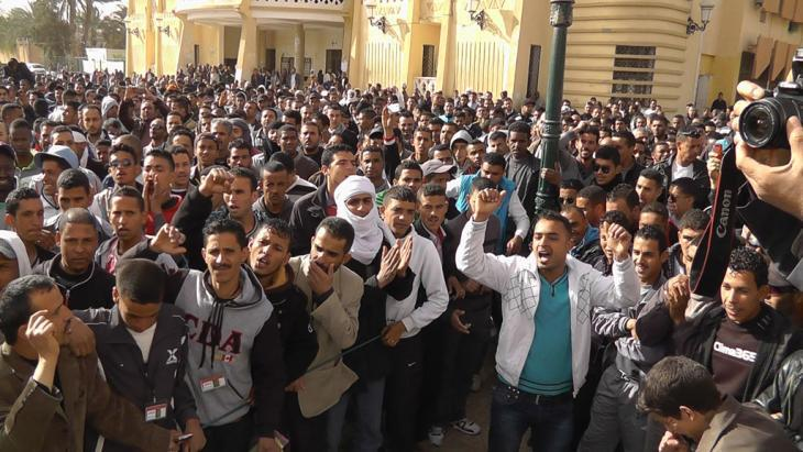 Unemployed youths protesting in Ouargla, Algeria (photo: Saiza Souci)