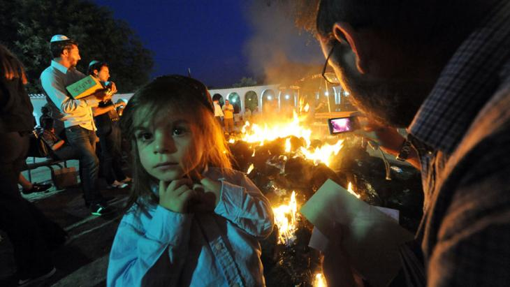 People gather around a bonfire during a Jewish pilgrimage to the tomb of Rabbi Amram ben Diwan in Asjen, Morocco (photo: Abdelhak Senna/AFP/GettyImages)