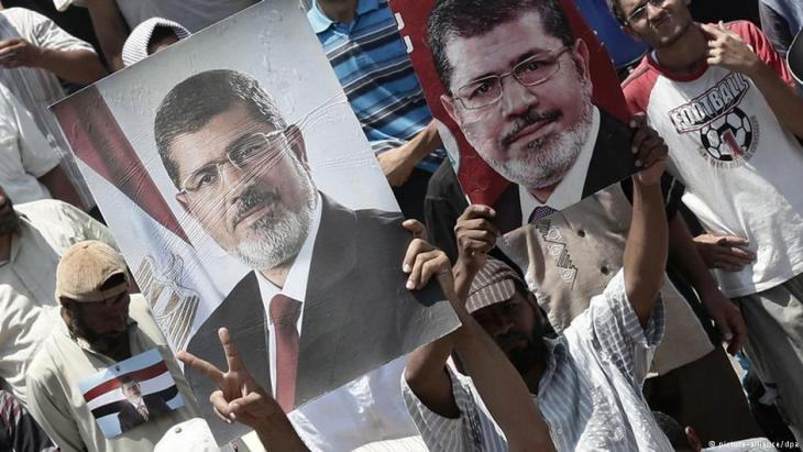 Supporters of Mohammed Morsi demonstrating in Cairo (photo: picture-alliance/dpa)