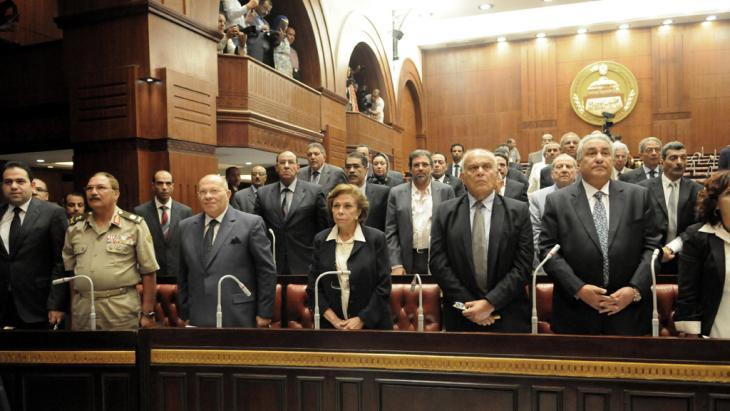 Members of the Constituent Assembly during its first meeting in Cairo on 8 September 2013 (photo: picture-alliance/landov)