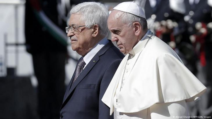 Palestinian President Mahmous Abbas (left) and Pope Francis  (photo: Ahmad Gharabli/AFP/Getty Images)