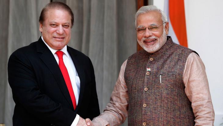 Narendra Modi (right) and Nawaz Sharif (photo: Reuters)