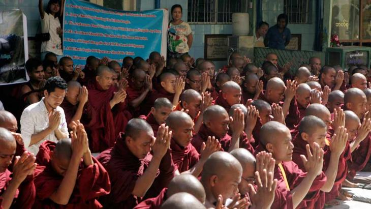 Myanmar Buddhist monks offer prayers during a rally against violence in Rakhine state, Yangon, Myanmar, October 2012 (photo: AP)