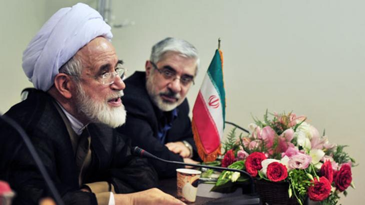 Mir Hossein Mousavi and Mehdi Karroubi during a press conference (photo: Kaleme)