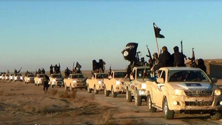 ISIS fighters advancing in the Iraqi province of Anbar (photo: picture alliance/AP)