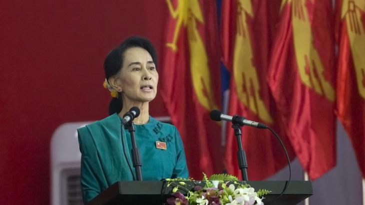 Aung San Suu Kyi during a speech at the party conference of the National League for Democracy. Photo: picture alliance/AP Photo